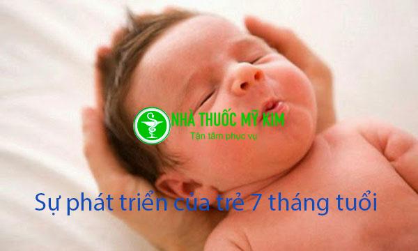 Sự phát triển của trẻ 7 tháng tuổi